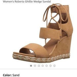 🌺 FRYE Roberta Ghillie Wedge Sandal in Sand 8.5!!
